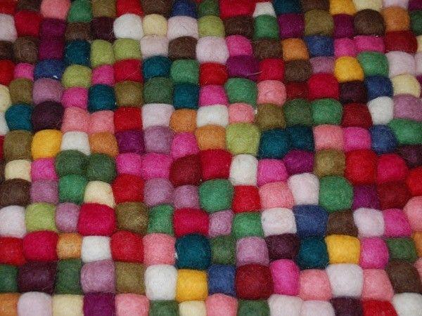 Multifarget teppe av sammensatte filtballer