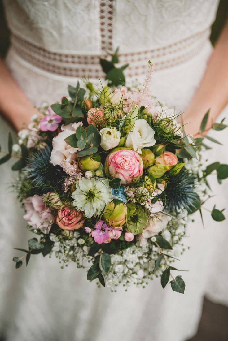 Vintage Blumenstrauss Mit Eukalyptus Disteln Und Schleierkraut Schleierkraut Hochzeit Standesamtliche Hochzeit Blumenstrauss Hochzeit