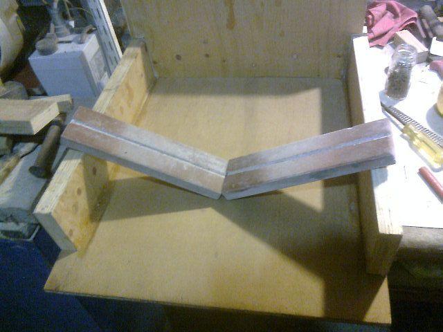Buenas, a continuación paso a mostrarles una cortadora de botellas que hice por encargue ;). Materiales:. Maderas Necesarias (yo utilice recortes que tenia). Ladrillos Refractarios - 2 (reciclados). Resistencia - 1 (estufa rota de cuarzo). Cables de...