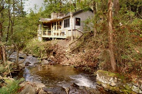 Baskins creek tucked away just moments from downtown for Cabins near downtown gatlinburg