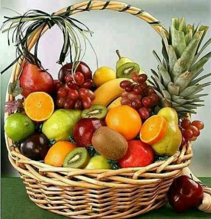 Cesta de Frutas. Coisa bem comum em cima das mesas nas fazendas, sítios ou chácaras aqui no Brasil.
