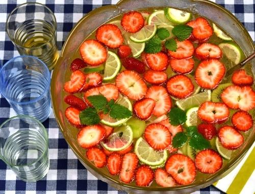 Bål med vodka och frukt