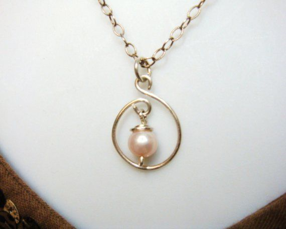 Pearl Pendant - bet I could make this with a Wig Jig!