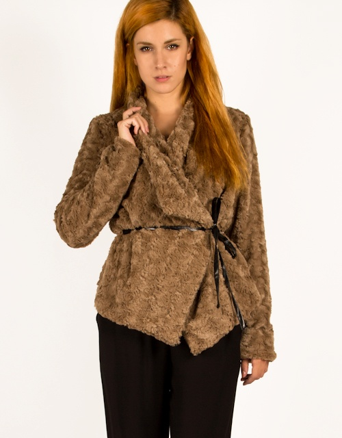 Long sleeve fur coat with belt on the waist. #fashion #womensfashion #fur #furcoat #toimoi #toimoifashion #style