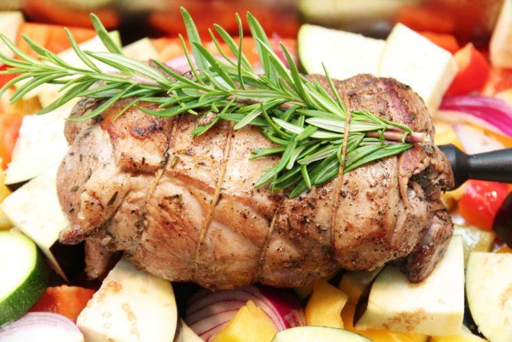 Lammestek med ovnsbakte grønnsaker og saltbakte poteter