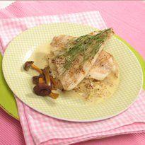 Sinappinen hapankaali, ahvenet ja suppilovahrevoita. Tarttuiko kalastusretkellä vain ahvenia koukkuun? Valmista niistä herkullinen ateria tämän Ruokalan reseptin mukaan.