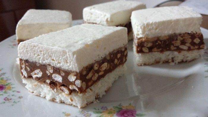 Lahodný kokosový zákusek s čokoládou a burizony Těsto: 6 bílku 100 g kr. cukr 100 g kokos 1PL polohr mouka 1PL ocet Krém: 6 žloutku 100 g moučk cukr 200 g máslo 300 g čokoláda 4PL bíle burizony Vrch: 400 ml smetana ke šleh 2 bal. ztužovač   Bílky vyšleháme s cukrem a octem-sníh. Přidáváme mouku s kokosem. Pečeme 180° 15 min. Žloutky s cukrem utřeme nad párou,  dáme máslo a vyšleháme. Čokoládu rozpustíme nad párou, burizony, do másl nádivky. navrstvíme na těsto. Na to vyšleh smetanu, ztuhnout