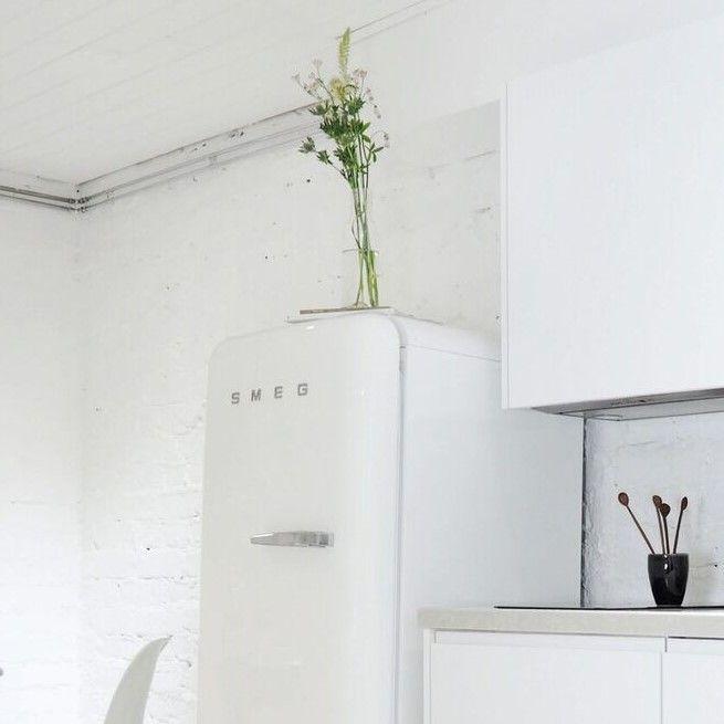 Uskomatonta, miten paljon yksi jääkaappi voi vaikuttaa koko keittiön ulkonäköön! Smeg jääkaapin muotoilulla on todella vaikutusta!