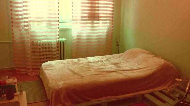 finished sewing the curtains in the end! my painted palettes as bed base and side table  AND mint walls! thanks all the friends who halped me for all that painting! //Sonunda perdeleri dikme faslı da bitti! boyanmış paletlerim yatak altlığı ve komodin olarak hayatlarına devam ediyor. nane yeşili duvarlarımı boyamaya yardım eden tüm arkadaşlarıma da bi çok teşekkürler!