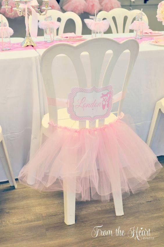 Decorar silla con tutu para baby shower de niña - http://manualidadesparababyshower.net/decorar-silla-con-tutu-para-baby-shower-de-nina/