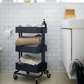 バスルームも物が散らばる場所ですよね! お風呂上りにすぐに使えるタオルや道具まで色々とまとめられます。