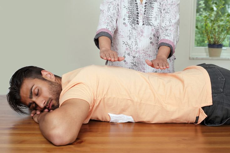 Acupuncture Holistic Healthcare What is energy medicine? Acupuncture, qi, chakras and reiki draw on the same principle of an energy force in us all. Reiki Treatment, Self Treatment, Acupressure, Acupuncture, Health And Wellbeing, Health Benefits, Mental Health, Spiritual Health, What Is Energy