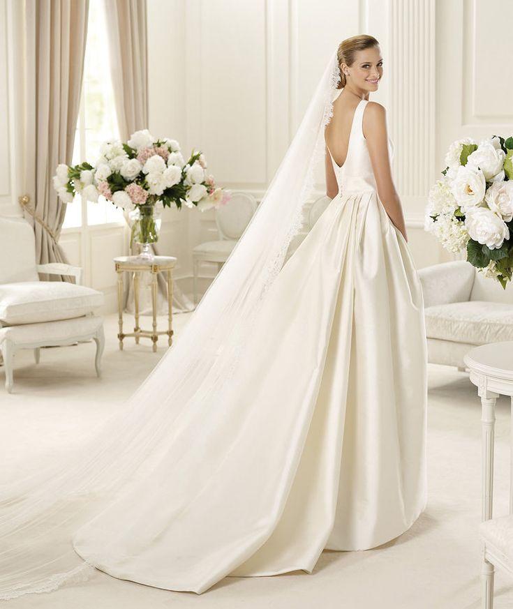 Pronovias vous présente la robe de mariée Galaica, Manuel Mota 2013. | Pronovias