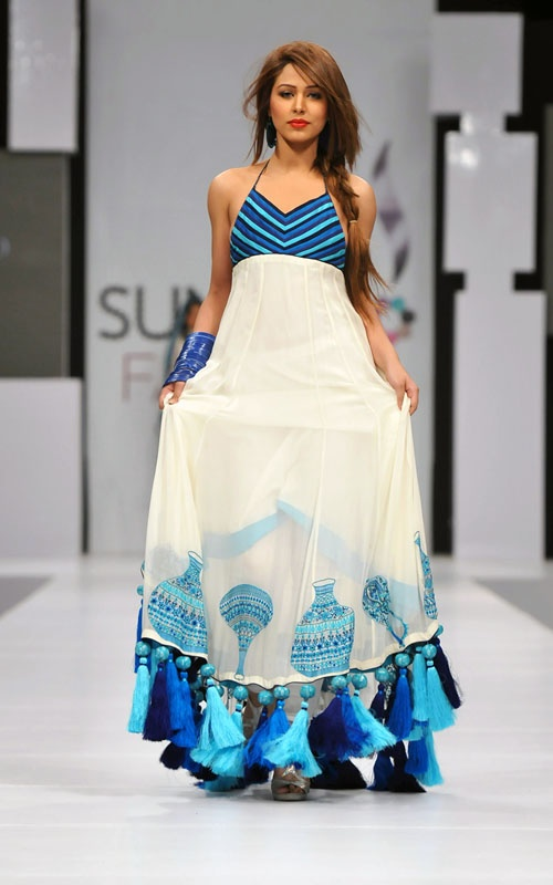 Ayaan looks gorgeous. Maybe without the tassels at the hem but this looks pretty amazing.