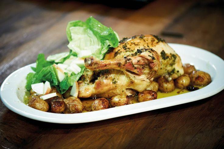 Rezept für Olivenhuhn im Bratschlauch bei Essen und Trinken. Und weitere Rezepte in den Kategorien Geflügel, Gewürze, Kartoffeln, Kräuter, Alkohol, Braten (Fleisch), Backen, Braten, Einfach.
