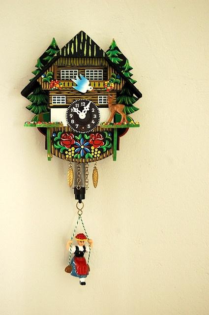 Little cuckoo-style clock