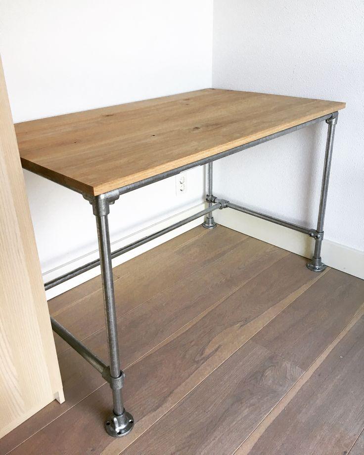 DIY bureau. Nieuwe werkplek van Jasper 👍🏻