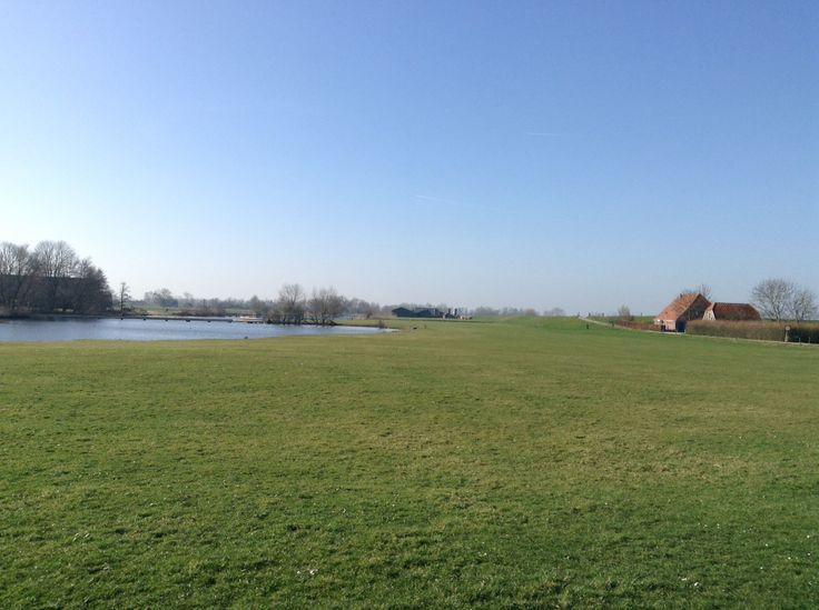 2014-03-09 Eindpunt van de wandeling, Infocentrum Den Nul ligt tegen de dijk