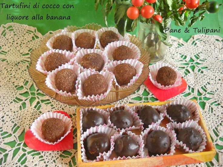 Tartufini di cocco con liquore alla banana. Una esplosione di buona e golosa bontà. http://blog.cookaround.com/vincenzina52/8197-2/