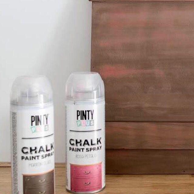 Efecto decapado con Pintyplus Chalk Paint y agua! Sí, como lo oyes... por @bricoydeco Visita nuestro blog shakingcolors.com  DIY with our spray paint.