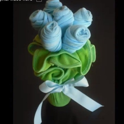 Baby Washcloth Bouquet - this is a super cute tutorial - the stems are baby spoons!