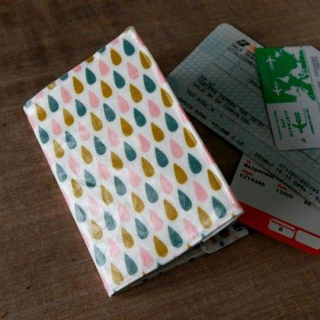 tuto couture simple protege passeport http://danslesboitesdeliaure.com/