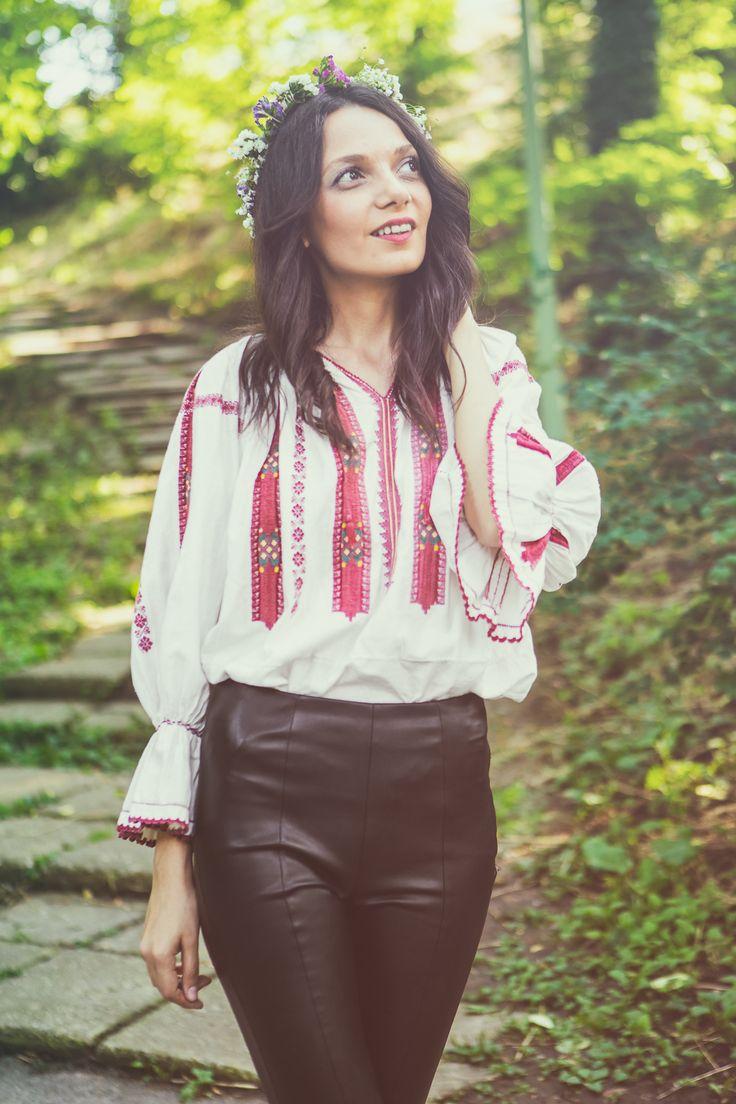Silvia Caraiman, team member in the Șezătoarea Urbană association, wearing the romanian blouse.  www.sezatoareaurbana.ro #romanianblouse #romania