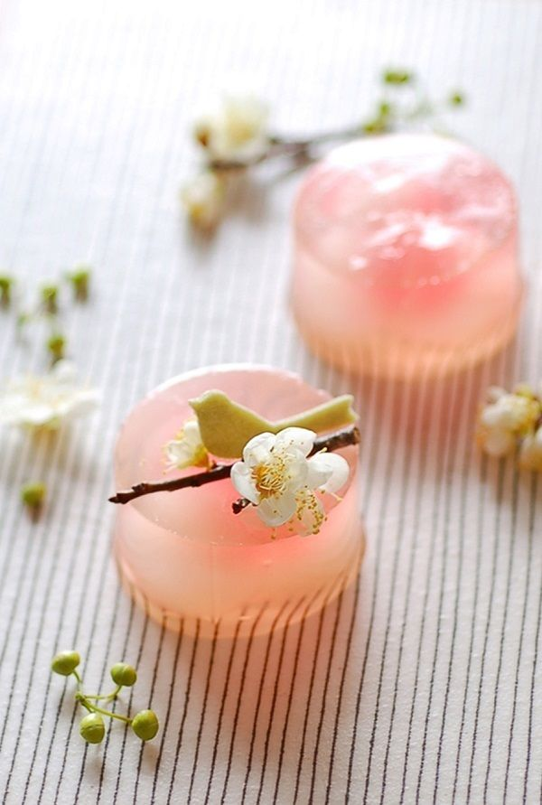 These are Japanese sweets that look soooooo tasty!