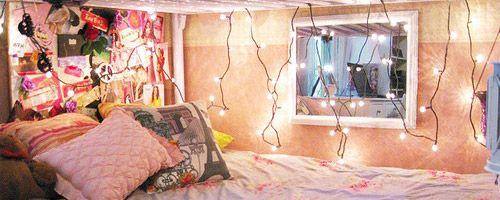 Sooooo many great ideas for decorating a dorm! ;)