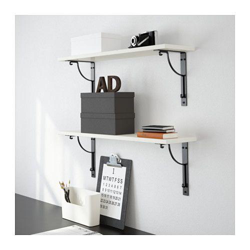 EKBY HEMNES Plank - witgebeitst - muurkant van keuken als barretje met daarboven hangende potten/pannen