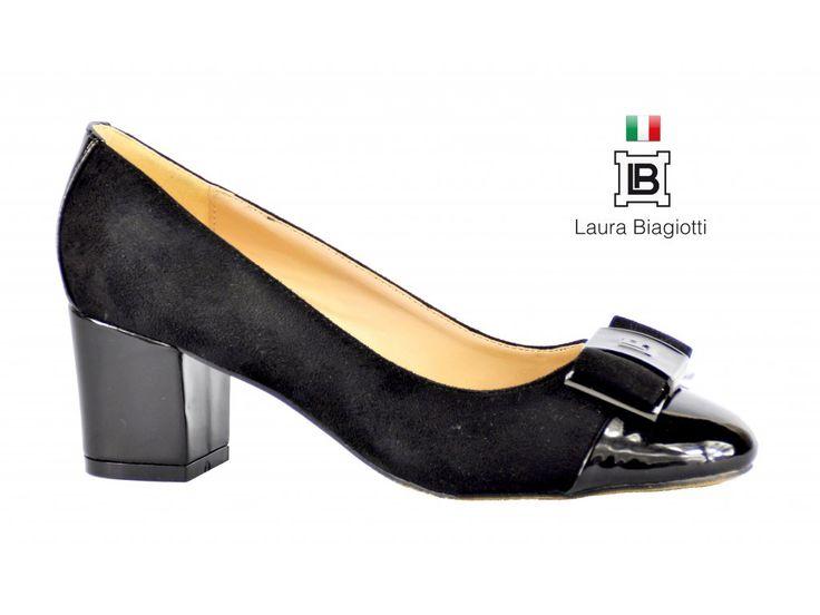 PODZIMNÍ BALERÍNY NA MÍRNÉM PODPATKU LAURA BIAGIOTTI Elegantní černé baleríny na podpatku s lesklou kulatou špičkou. #damskaobuv #italskamoda #baleriny #podzimni #laurabiagiotti