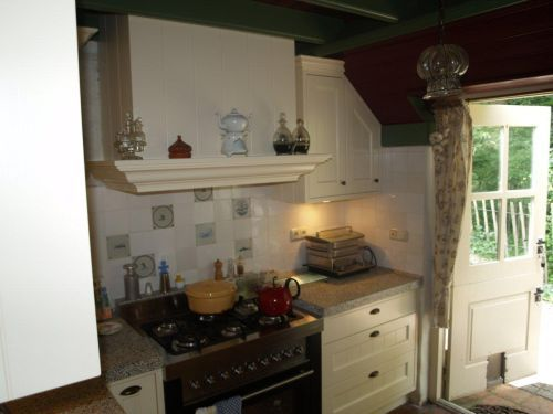 Landelijke Keuken Met Houten Laden : keuken met schuine kasten ...