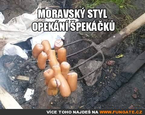 Moravský styl opékání špekáčků