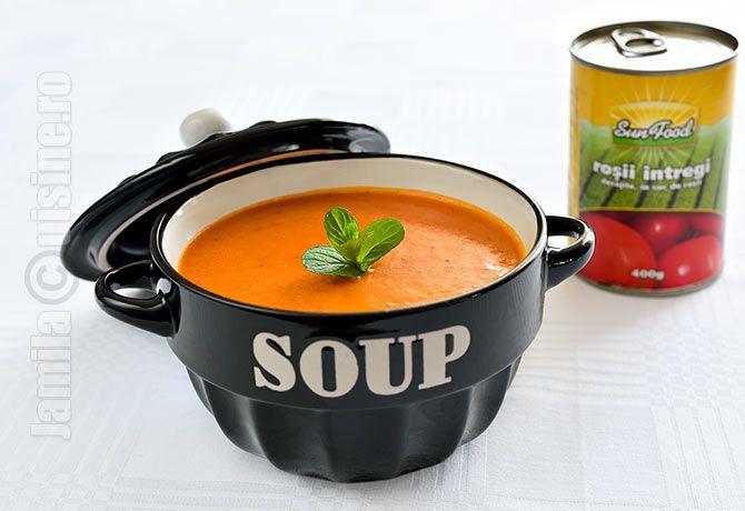 Supa de rosii cu orez se numara printre preferatele mele. O iubesc inca din copilarie, cand bunica mea ne facea cea mai buna supa de rosii din lume.