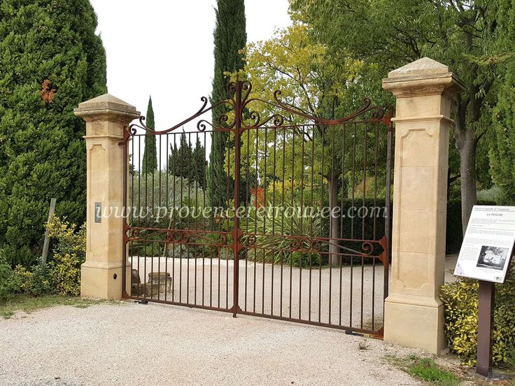 44 best Pilier portail images on Pinterest Home ideas, Stone fence - motorisation portail battant ouverture exterieure