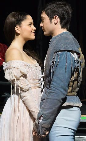 Al primo sguardo avevamo intuito e sentito che questi due giovani attori potessero rappresentare al meglio i nostri Romeo e Giulietta con la loro freschezza, con il loro talento !