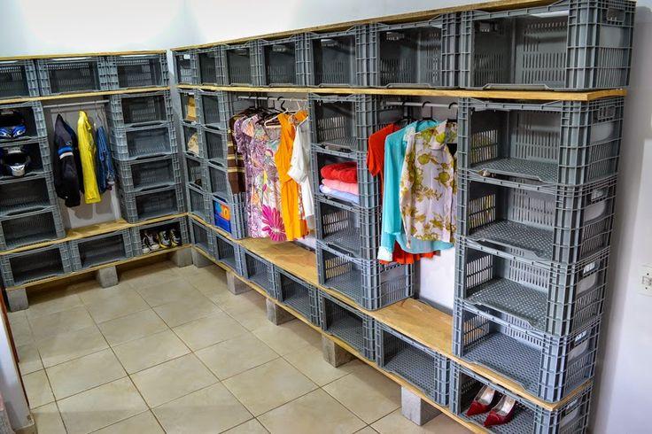 closet feito com caixas de feira