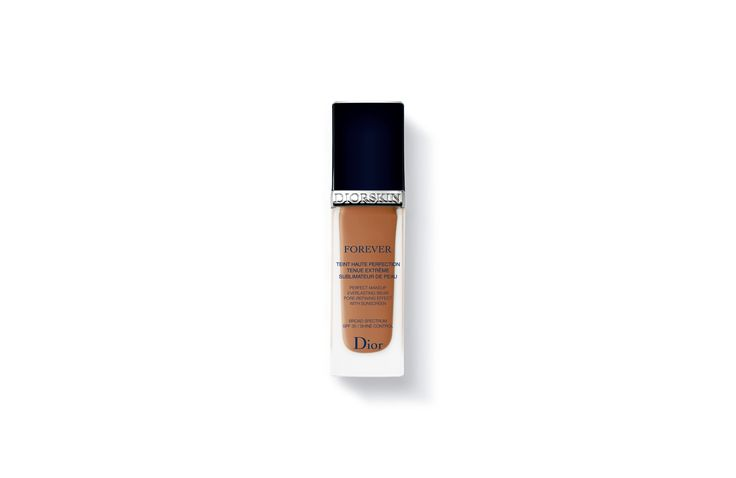 Discover Diorskin Forever by Christian Dior available in Dior official online store. Videos, PERFECT MAKEUP, EVERLASTING WEAR, PORE-REFINING EFFECT BROAD SPECTRUM SPF 35 tutorials and beauty tips on Dior website.