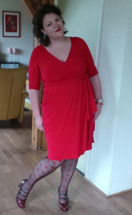 Marcelle rode jurk Igigi, Wondervol, lady plus fashion, grote maten mode.  Lees hier meer: http://wondervol.nl/blij-met-mijn-rode-powerdress-van-lady-plus-fashion/