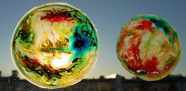 Eine wunderschöne Fensterdeko mit Zaubereffekt! So wird das gemacht: