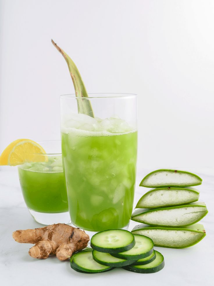 A refreshing aloe vera juice recipe with hydrating cucumber lemon and ginger. Plus a step-by-step guide on how to make the perfect aloe vera juice! Aloe Vera Juice Recipes, Juice Cleanse Recipes, Detox Juice Cleanse, Juice Cleanses, Smoothie Detox, Juice Smoothie, Detox Recipes, Detox Juices, Smoothie Recipes