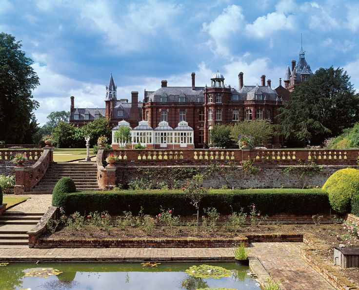 The Elvetham a stunning uk wedding venue in Hampshire
