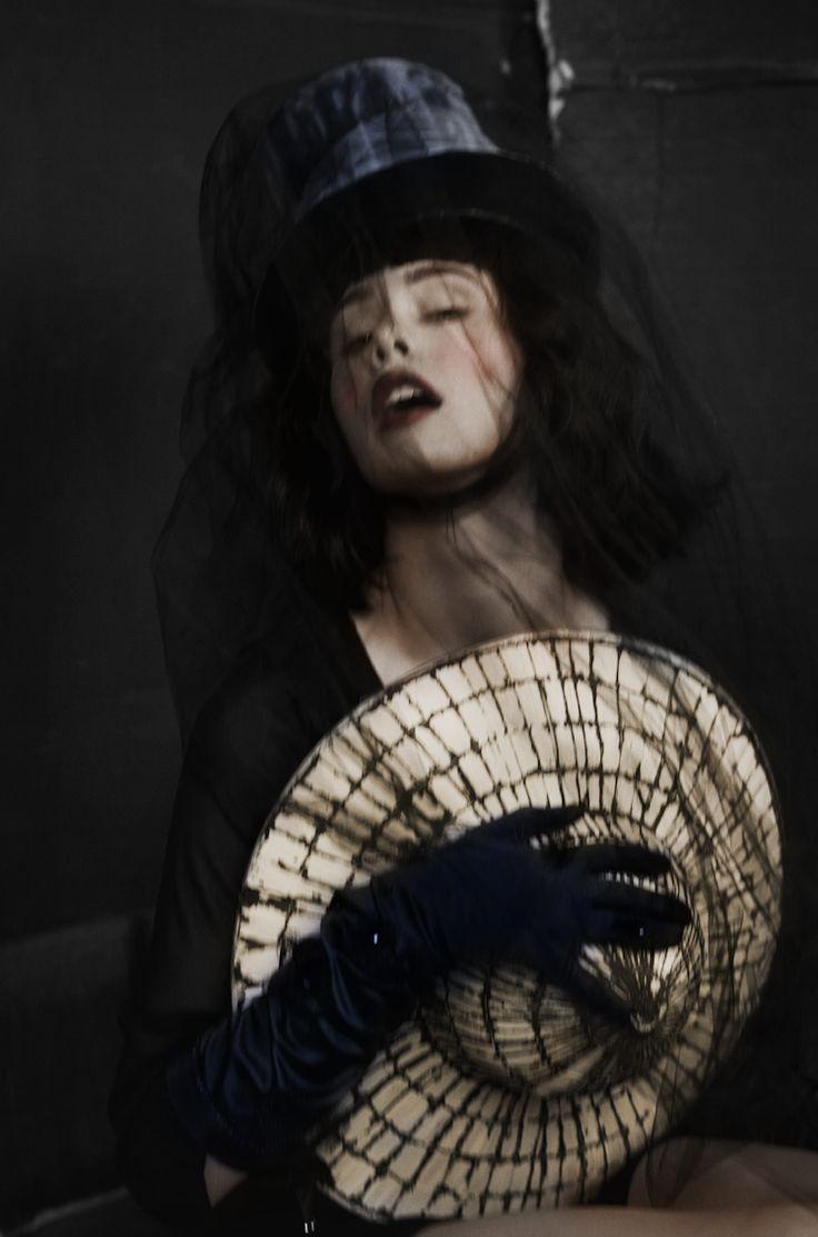 Mysterious Woman And Her Hats- Model Sarah @ Dulcedo   Photographe Dariane Sanche
