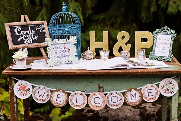 vintage style wedding cards and gifts table