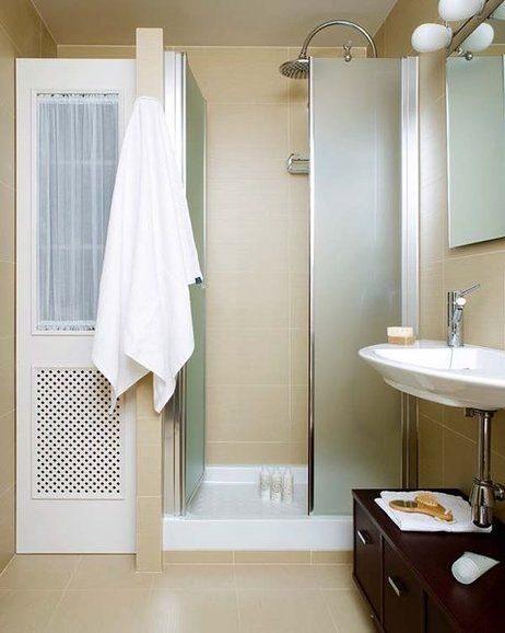 Plato de ducha con armario en el lateral