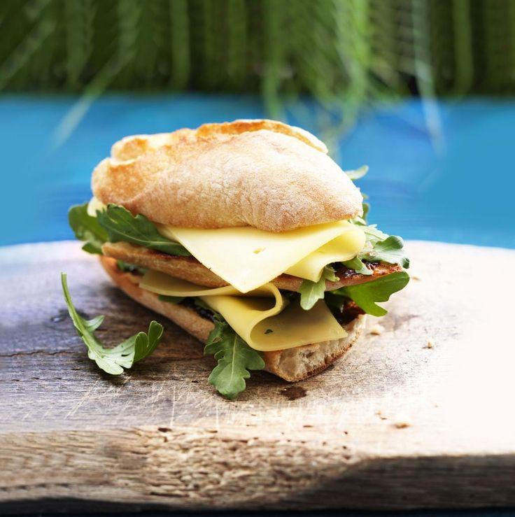 Boeren sandwich met Campina BOER en LAND kaas, stroop en rucola