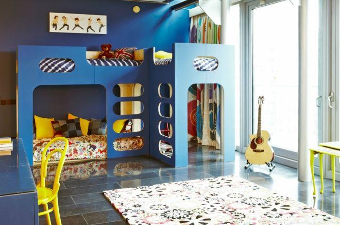 schöne kinderbetten hochbett teppich blaue wandgestaltung