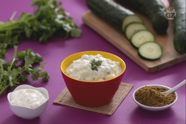 La raita è una salsa fresca e saporita a base di yogurt, spezie e verdure  che fa parte della tradizione gastronomica indiana.