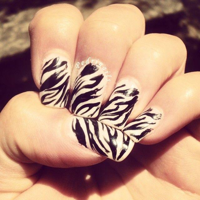 White & black zebra nails https://instagram.com/p/pqi0f5JVWp/ #nails #nailart #manicure #nailpolish #naillacquer #animalier #zebra