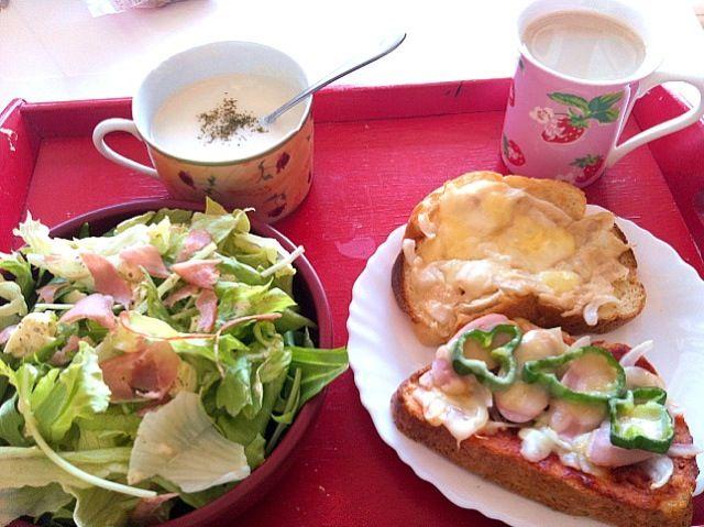 *HBで作ったお米食パンのツナと玉ねぎのトースト、ピザトースト  *サラダw/手作りタルタルドレッシング  *ポタージュスープ  *豆乳ラテ - 9件のもぐもぐ - 授乳中 by sub